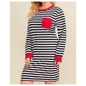 Dresses & Skirts - ➕ Striped Tee Dress